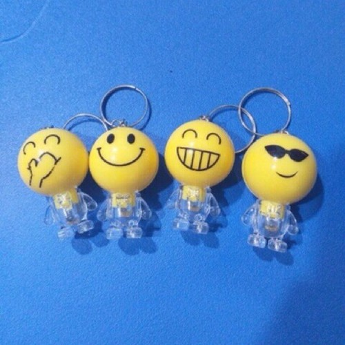 Emoj cảm xúc móc chìa khoá có đèn - 12021805 , 19630434 , 15_19630434 , 18000 , Emoj-cam-xuc-moc-chia-khoa-co-den-15_19630434 , sendo.vn , Emoj cảm xúc móc chìa khoá có đèn
