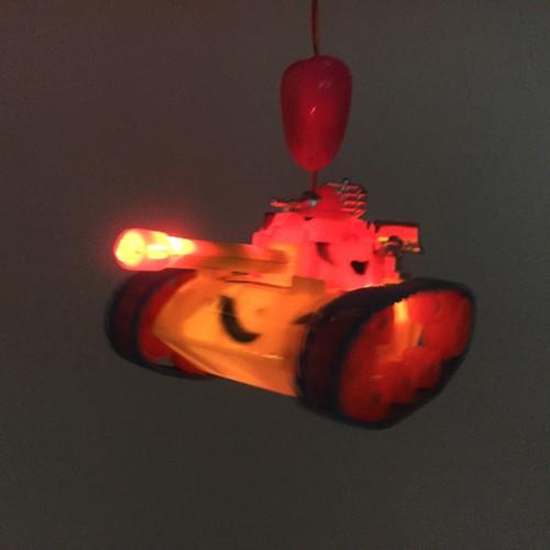 Lồng đèn xe tank