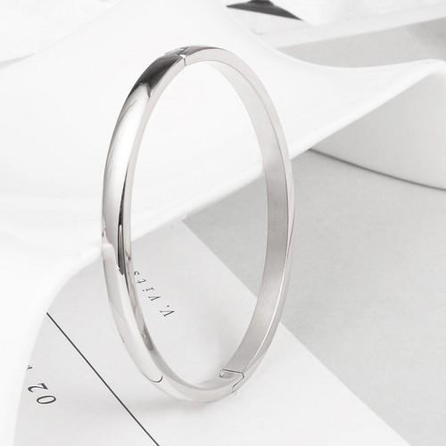 Vòng tay nữ trơn trắng sáng thời trang sang trọng - 12560918 , 20382236 , 15_20382236 , 120000 , Vong-tay-nu-tron-trang-sang-thoi-trang-sang-trong-15_20382236 , sendo.vn , Vòng tay nữ trơn trắng sáng thời trang sang trọng