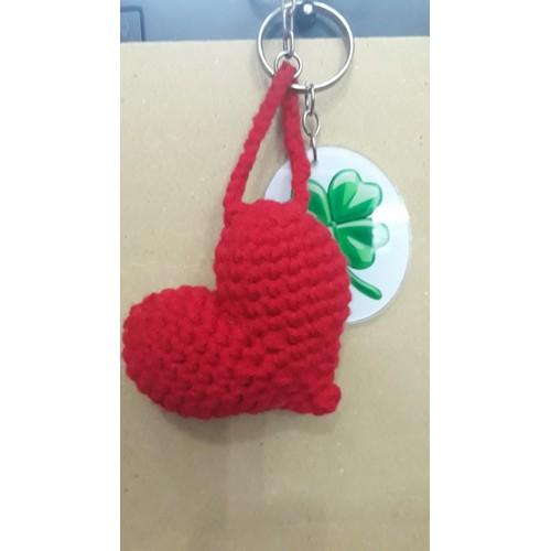 Quà tặng handmade móc len móc khóa hình trái tim - cỏ ba lá