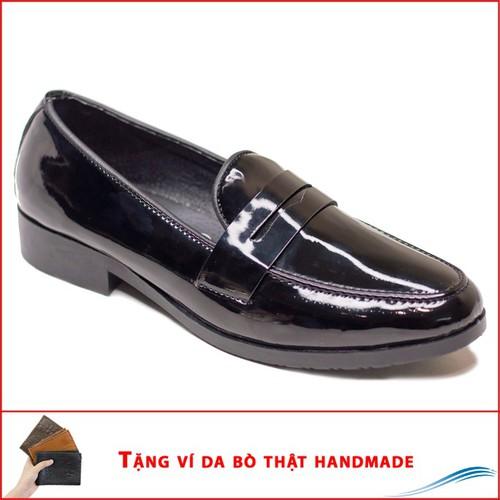 Giày lười nam đẹp băng khuyết da bóng rất sang trọng- góp phần tạo nên điểm nhấn đặc trưng, làm nổi bật gu thẩm mỹ cùng vẻ trẻ trung, năng động-.đường chỉ may tỉ mỉ tinh tế-phần đế được thiết kế đặc b - 19180905 , 19712621 , 15_19712621 , 250000 , Giay-luoi-nam-dep-bang-khuyet-da-bong-rat-sang-trong-gop-phan-tao-nen-diem-nhan-dac-trung-lam-noi-bat-gu-tham-my-cung-ve-tre-trung-nang-dong-.duong-chi-may-ti-mi-tinh-te-phan-de-duoc-thiet-ke-dac-biet-tang