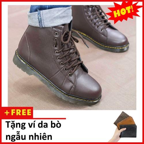 Giày boot nam cao cổ khâu đế màu nâu da sần-m91-phần đế được thiết kế đặc biệt bằng chất liệu cao su mềm mại, đôi giày có thể sử dụng linh hoạt trên mọi địa hình giúp người sử dụng luôn có cảm giác th