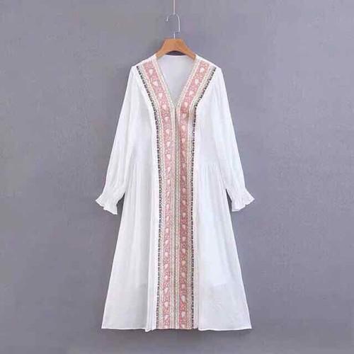 Váy boho trắng thêu