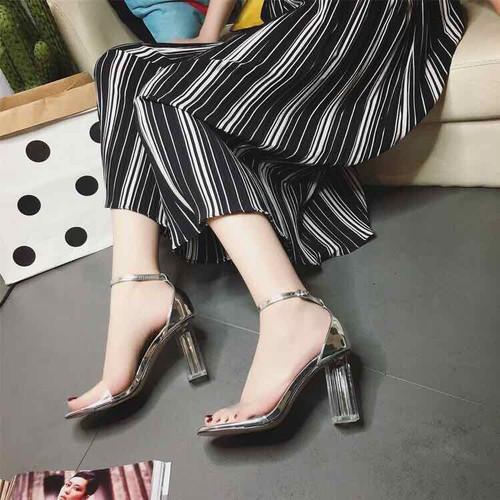 Giày sandal cao gót vuông trong