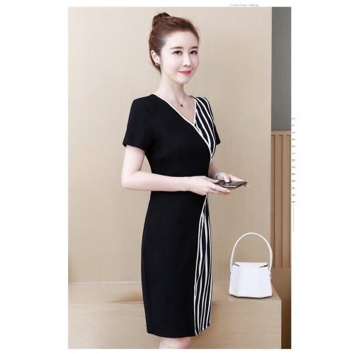 Đầm đen phối sọc