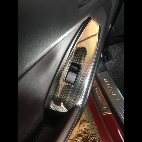 Mazda 3: Ốp nội thất Vân Titan