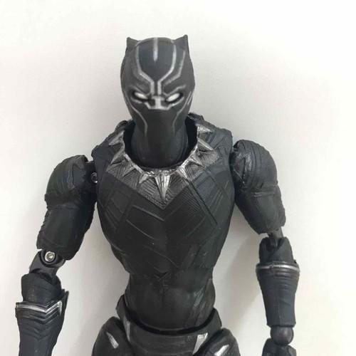 Mô hình nhân vật black panther