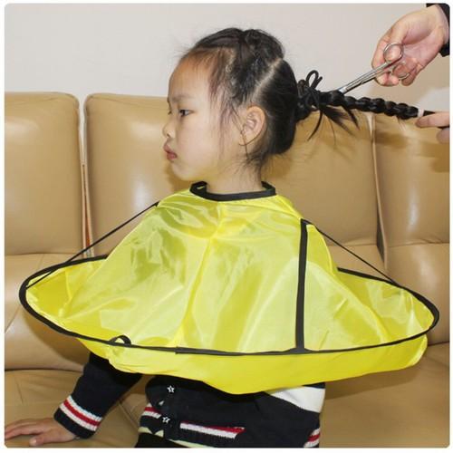 Áo choàng quây cắt hứng tóc tiện lợi cho bé