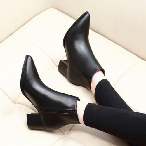 Boot cổ ngắn mũi nhọn đơn giản 6cm