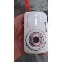 Máy ảnh Panasonic dmc-s3, màn hình bị ố như hình, chụp ko ảnh hưởng gì, xem hình vẫn bình thường, có sạc, thẻ nhớ 2g