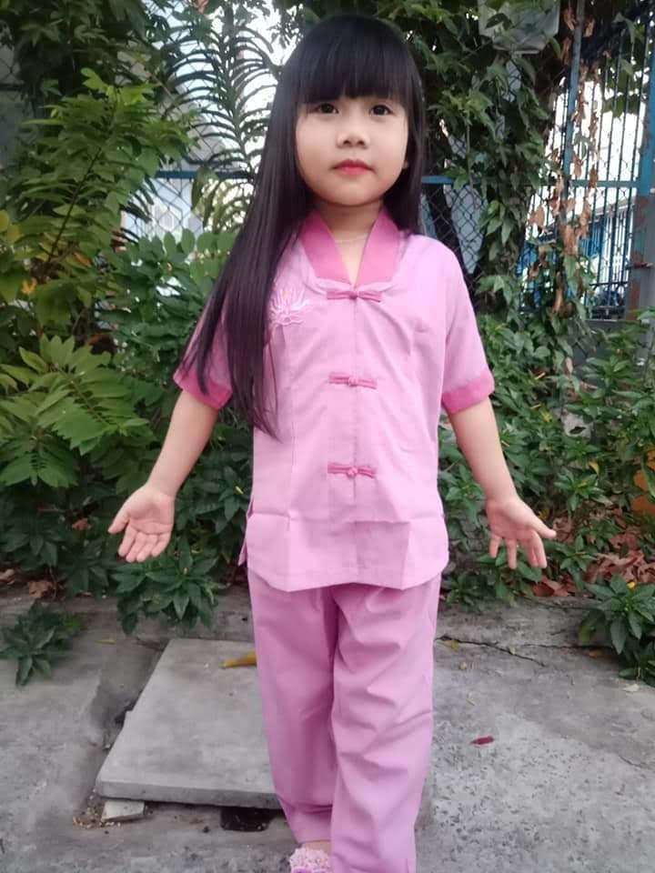 đồ lam đi chùa bé gái Mẫu La hán