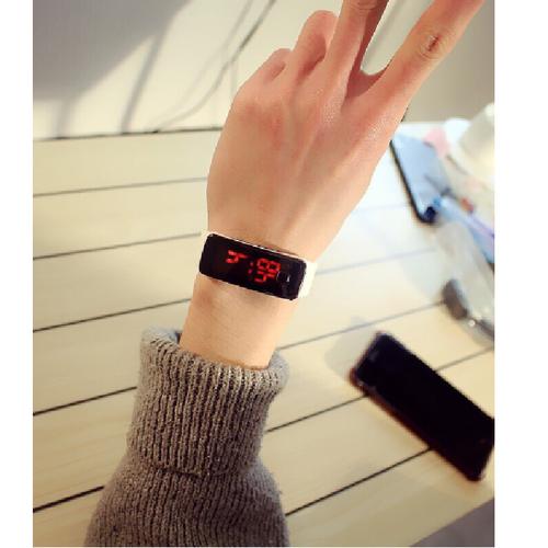 Đồng hồ thể thao dây nhựa màn hình led mặt thon chữ nhật