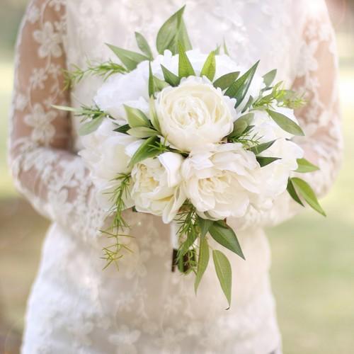 Phụ kiện bó hoa cưới sang trọng dành cho cô dâu