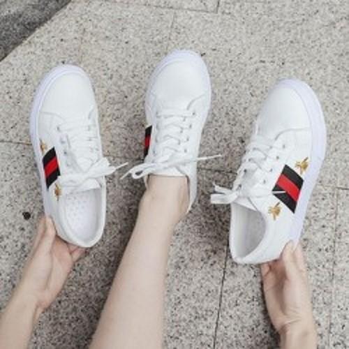 Giày sneaker nữ phối sọc cá tính