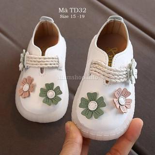 Giày trắng tập đi xinh xắn cho bé gái - giày bé gái 6 - 18 tháng gắn hoa điệu đà TD32