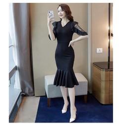 Đầm đen tay ren đuôi cá