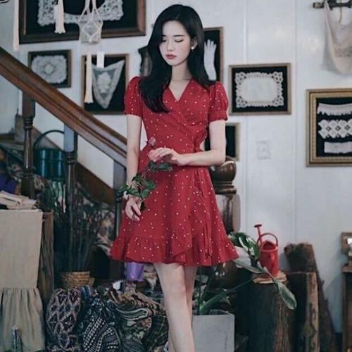 Đầm bi đỏ đắp chéo viền bèo