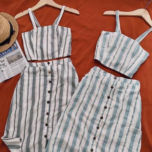 Set áo hai dây croptop kèm chân váy sọc