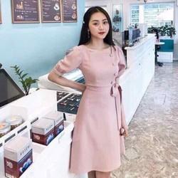 Đầm hồng cổ vuông nút bọc