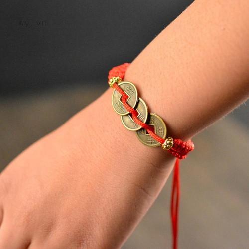 Vòng tay dây bện đỏ thiết kế mặt 3 đồng tiền mang lại may mắn - 19850299 , 25013481 , 15_25013481 , 8000 , Vong-tay-day-ben-do-thiet-ke-mat-3-dong-tien-mang-lai-may-man-15_25013481 , sendo.vn , Vòng tay dây bện đỏ thiết kế mặt 3 đồng tiền mang lại may mắn