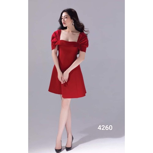Đầm đỏ cổ vuông dự tiệc