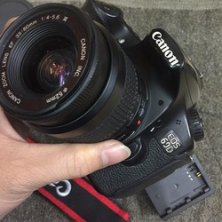 Máy ảnh Canon 7D kèm ống kính