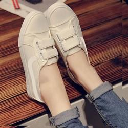 Giày slipon nữ màu trắng xinh xắn