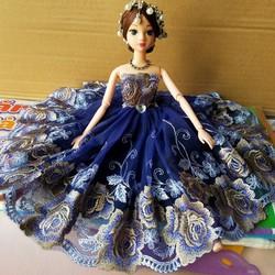 búp bê công chúa mặc đầm dạ hội trang trí ô tô