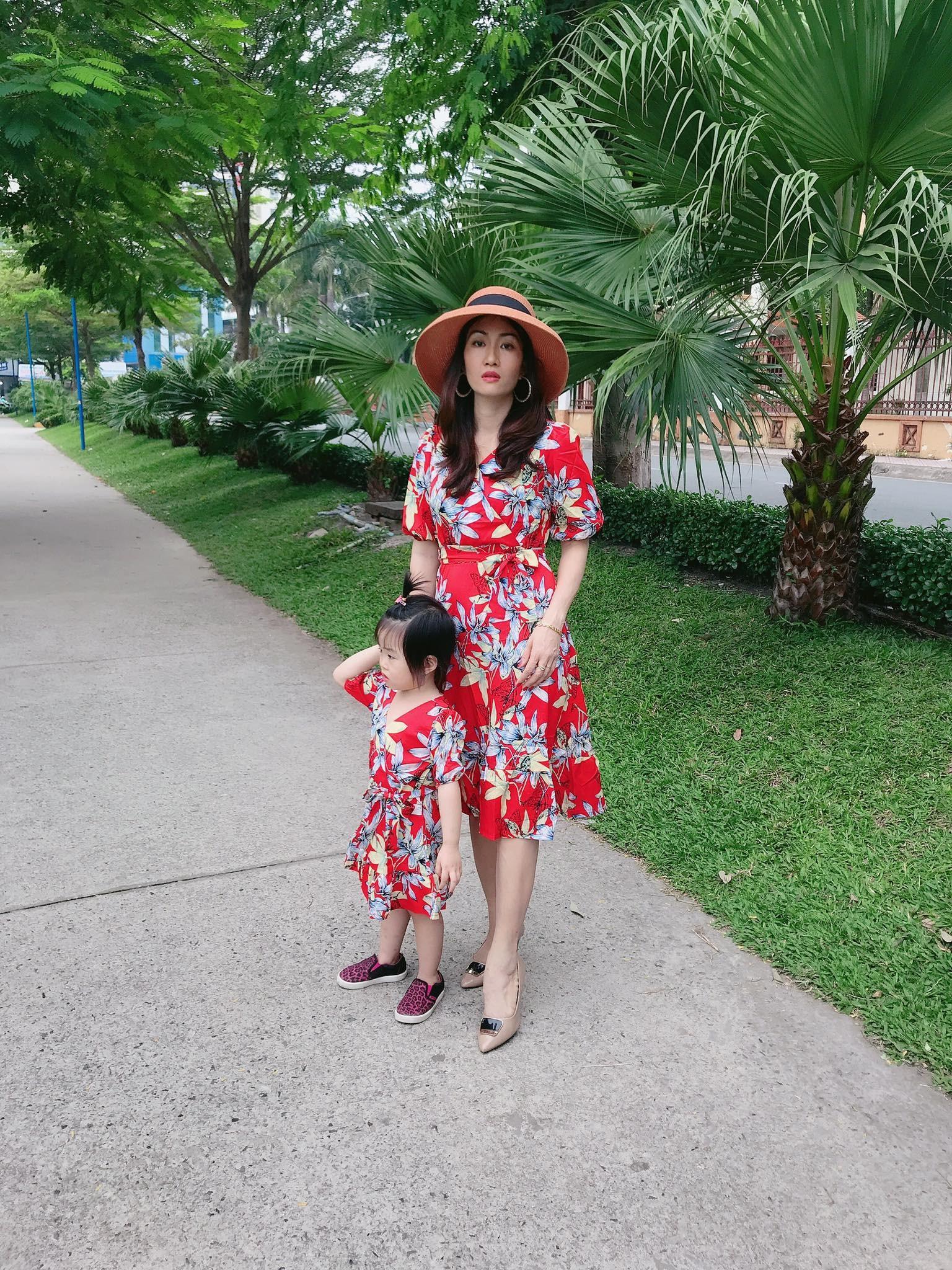 Đầm đôi mẹ bé hoa đỏ cao cấp-Đủ size-Hình chụp thật