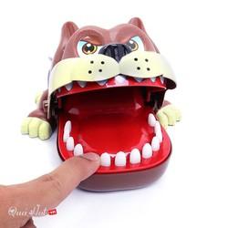 đồ chơi chó cắn tay