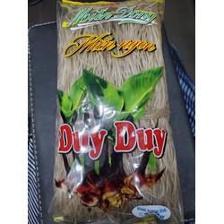 Miến dong được làm từ củ dong 1 loại sản phẩm nổi tiếng của người Miền Bắc! sản phẩm được làm từ nguyên liệu thiên nhiên, được chế biến qua các công đoạn vệ sinh nghiêm ngặt. Nên sợi miến vẫn giữ được hương vị đặc chưng, dai ,không nát,không nóng.