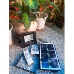 Đèn năng lượng mặt trời lắp hồ cá koi