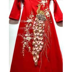 áo dài cưới đỏ con công thêu sang trọng