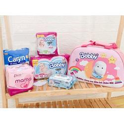 Combo đi sinh Bobby: Miếng lót 28m, tã dán XS42, khăn ướt, BVS Mama 12m, tã dán Caryn, túi mẹ bé