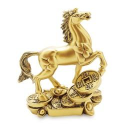 tượng đá linh vật phong thuỷ ngựa đứng trên đồng tiền