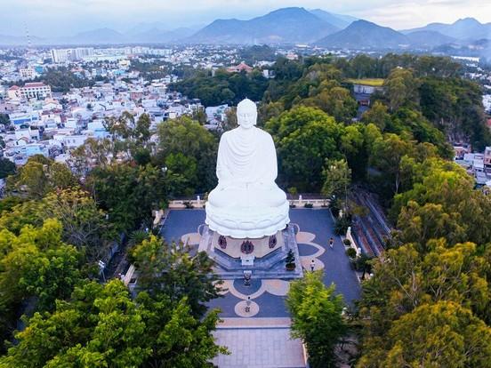 Chùa Long Sơn Nha Trang - Ngôi chùa có bức tượng Phật ngoài trời ...
