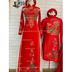 áo dài cặp nam nữ đỏ kết phale hoa văn sắc sảo lấp lánh