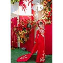 áo dài đỏ đuôi chan ren sang trong cô dau ngày trọng đại