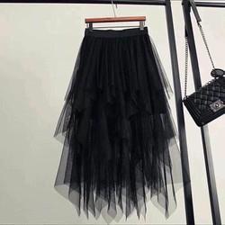 Chân váy xếp tầng tua nhọn màu đen phong cách thể thao