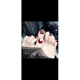 Móng chân đỏ - đỏ.