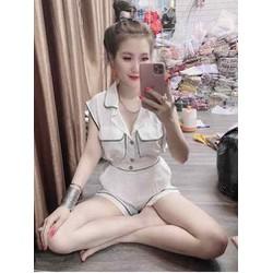 Bộ áo và quần ngắn kiểu model