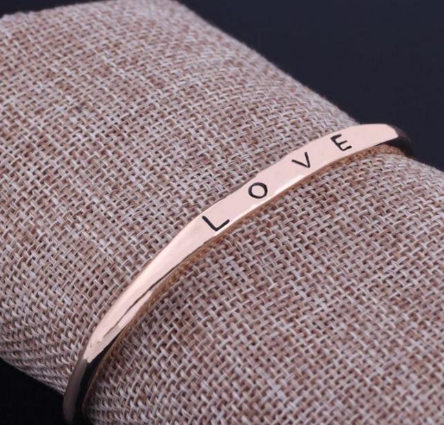 [MIỄN PHÍ VẬN CHUYỂN] Vòng tay nữ Love Luxury Korea đầy cá tính - thay bạn nói lời yêu thương từ con tim - VONGTAY-LOVE 2