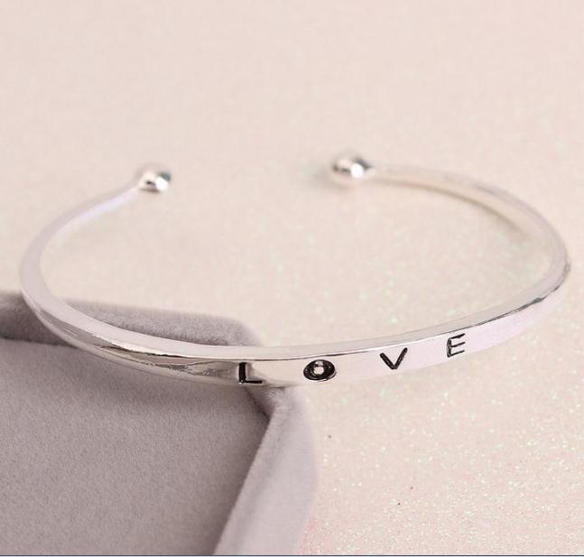 [MIỄN PHÍ VẬN CHUYỂN] Vòng tay nữ Love Luxury Korea đầy cá tính - thay bạn nói lời yêu thương từ con tim - VONGTAY-LOVE 1