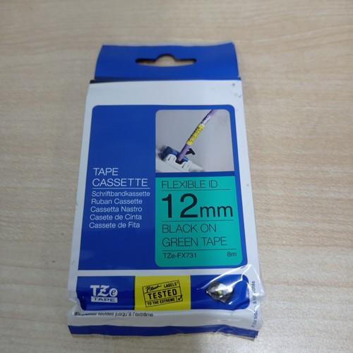 Nhãn brother tze-fx731siêu dẻo - chữ đen nền xanh 12mm
