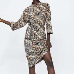 Váy midi suông tay lỡ cổ bo kèm belt da rắn  Auth new tag có sẵn 5584/467 5584467