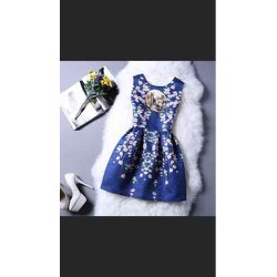 Đầm xoè hoa tiết