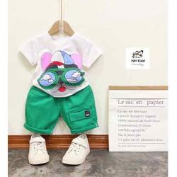 Set trang phục bé trai gồm áo thun và quần kaki