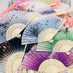 Quạt Cổ Trang Xếp Cầm Tay Quà Tặng Xinh Xắn Phong Cách Trung Quốc Vải Lụa