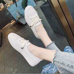 Giày thể thao nữ đế bằng giả dây 2 màu trắng, kem