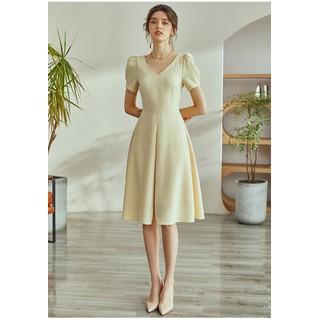 Đầm màu kem xếp ly cổ tim tay phông ngắn trang trọng - 0009602 thumbnail